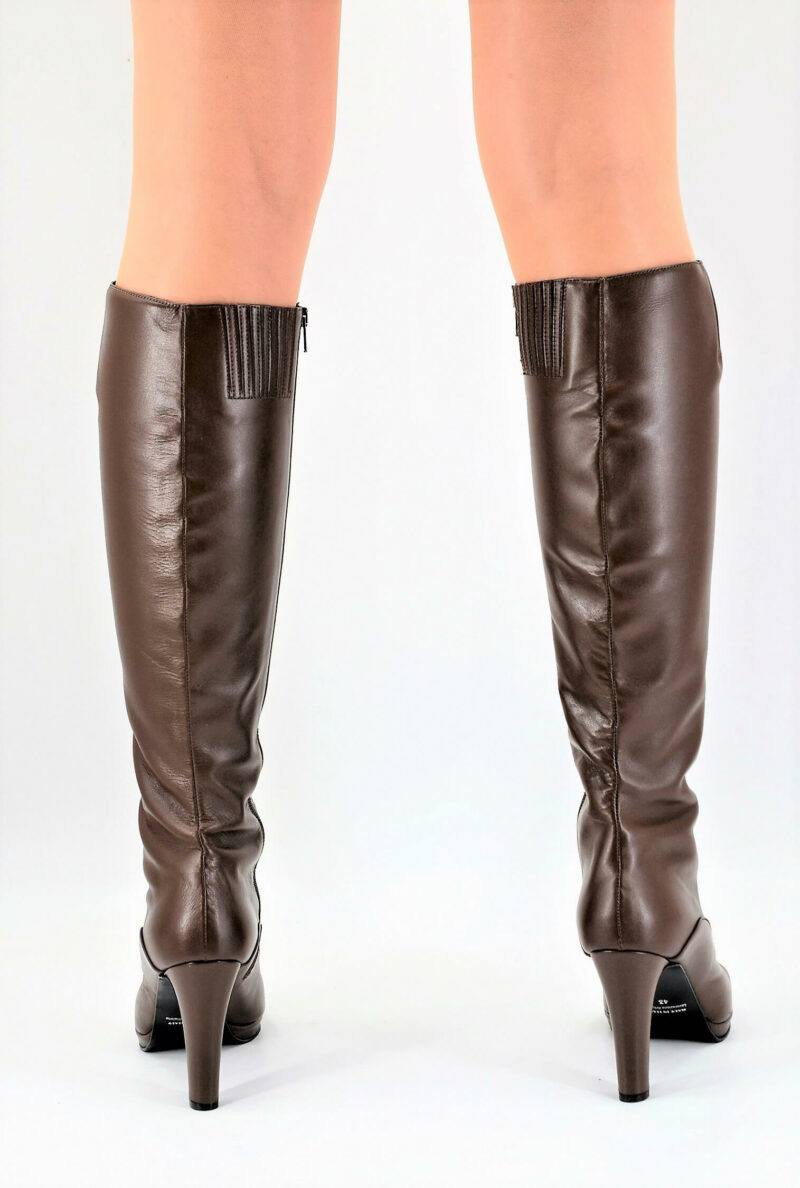 Boots chocolate brown small