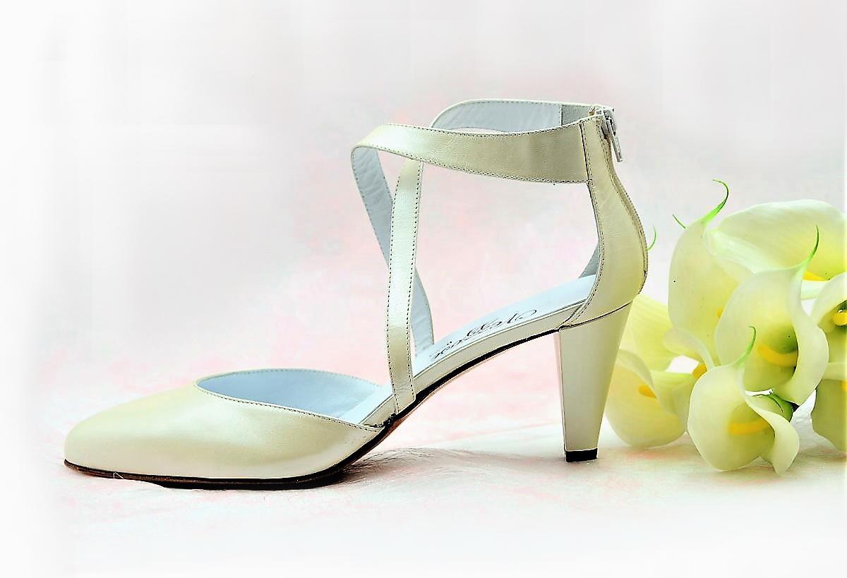 new concept c3285 05ac5 Brautschuhe mit Riemen - Absatz 7 cm.   Exlusive Damenschuhe und Stiefel  aus Italien. NoLimitShoes.com