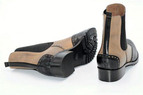 Stiefeletten aus hellbraunem und schwarzem Leder