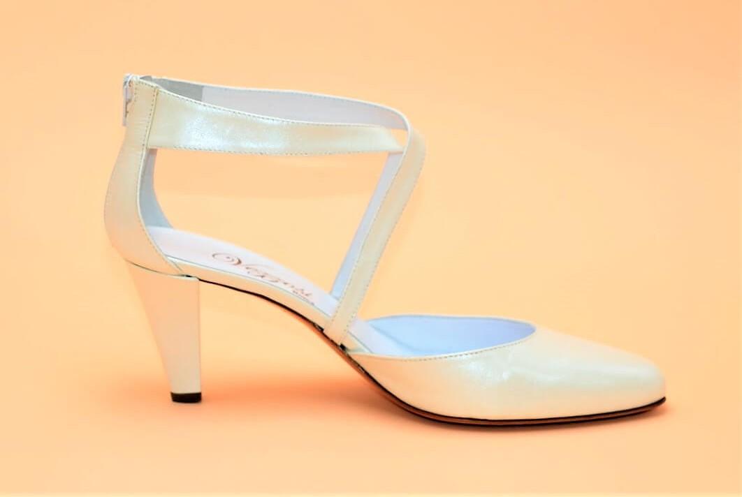 Brautschuhe mit Riemen Absatz 7 cm. | Exlusive Damenschuhe und Stiefel aus Italien.