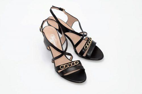 Sandaletten mit goldener Kette