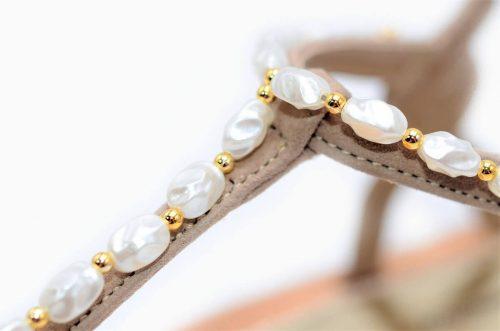 Sandalen mit Perlen Velourleder nougat