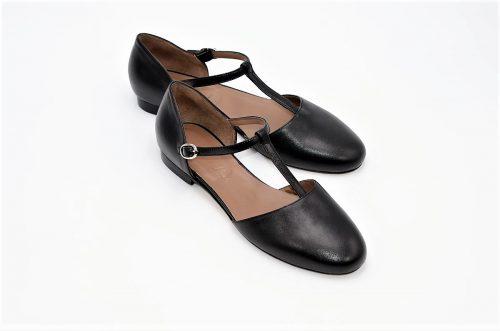 Flache Schuhe mit Riemchen schwarz