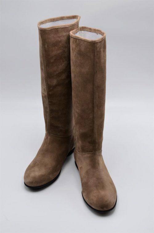 Stiefel Wildleder taupe für die Übergangszeit in XL-Schaftweite