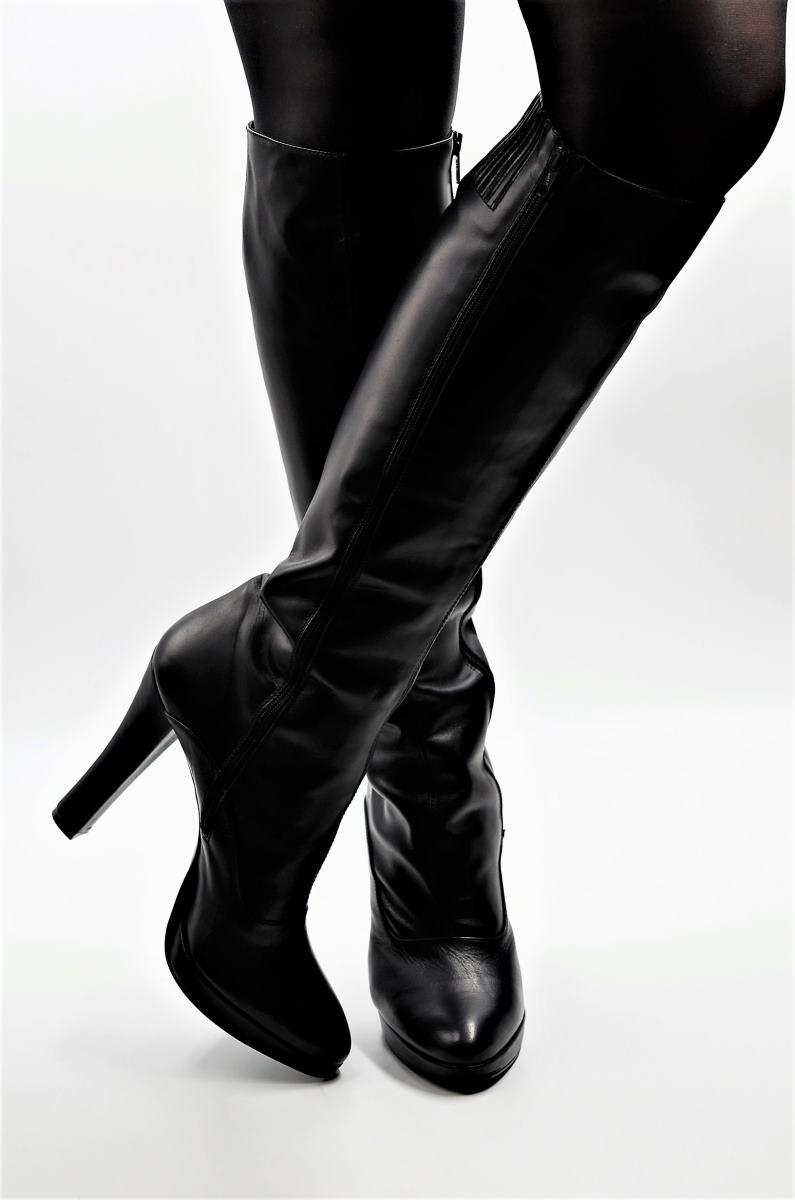 Stiefel für schlanke Beine aus schwarzem Leder