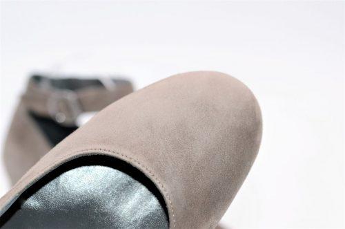Dekolleté mit Knöchelriemchen in taupe aus Wildleder