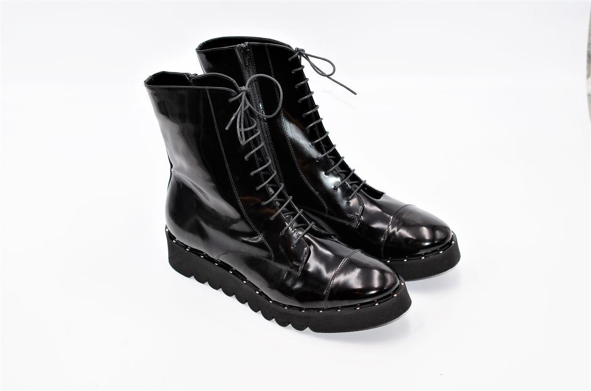 new product 30f2c 8fa8b Statement Stiefeletten schwarz mit Nieten | Exlusive Damenschuhe und  Stiefel aus Italien. NoLimitShoes.com