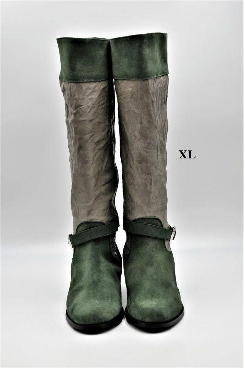 Stiefel aus Wildleder in grün. Schaft XL