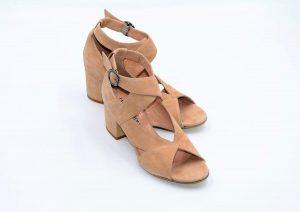 Bequeme Sandalen aus beigem Wildleder