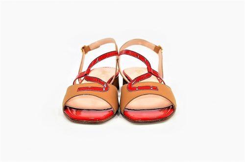 Sandalen Scuba mit rotem Lackleder verziert