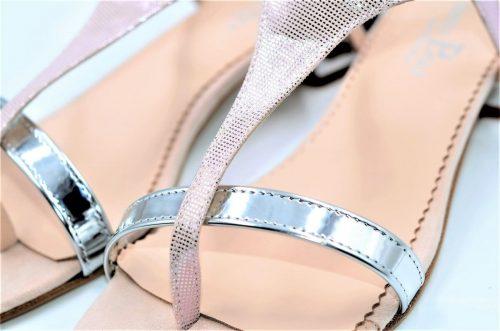 Rosa-Lamé Sandalen und Silber