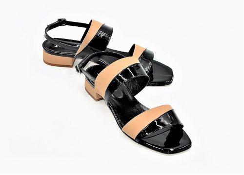 Sandalen Scuba mit schwarzem Lackleder verziert