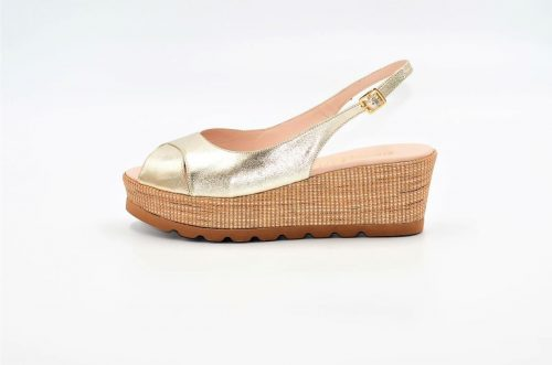 Platinfarbene Sandalen mit Jute-Keilabsatz