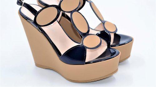 Keilabsatz Sandalen in blauem Lackleder und Scuba