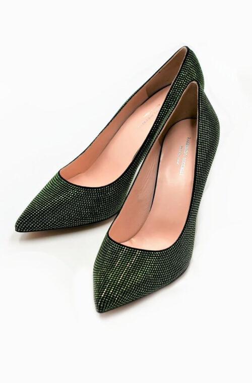 Elegantes Dekolleté in grün