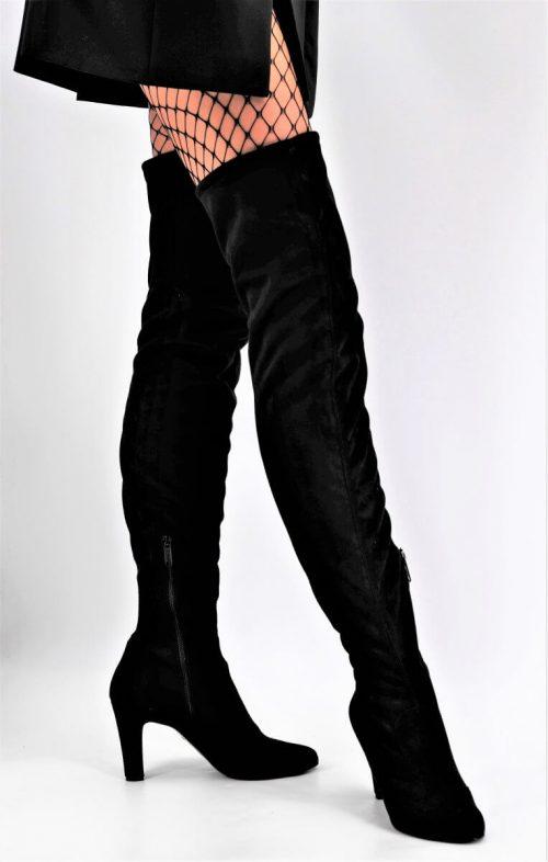 Overknee Stiefel aus schwarzem Stoff