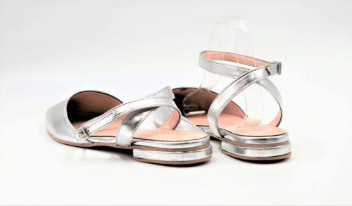 Silberne Ballerina mit Riemen
