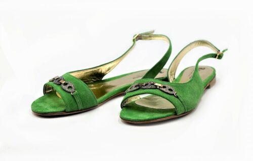 Grüne Sandalen mit Strasssteinen
