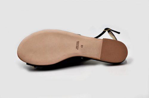 Blaue Sandalen mit Strasssteinen