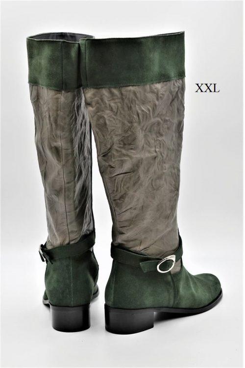 Stiefel aus Wildleder in grün. Schaft XXL